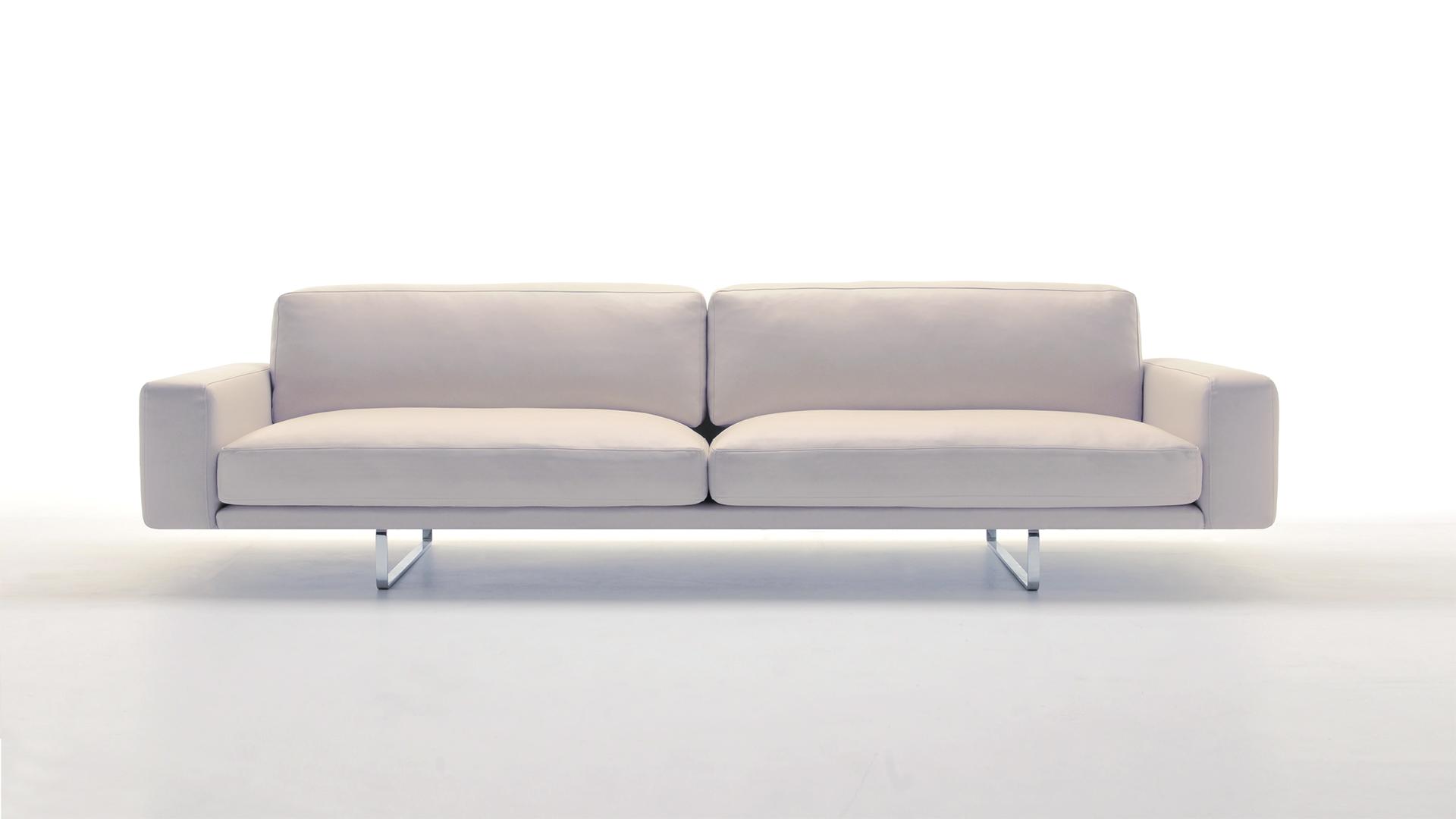 divano-lineare-di-design-matt-murtarelli