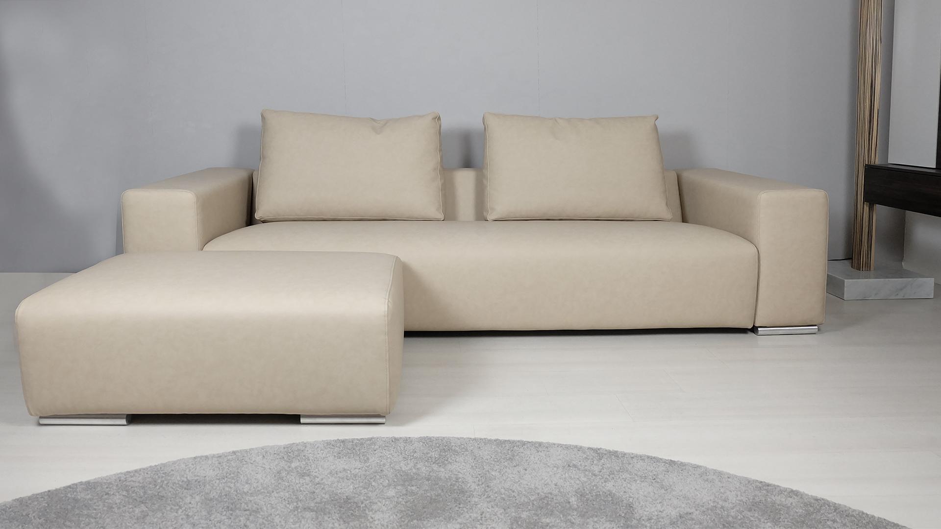 outlet-divano-lineare-con-pouf